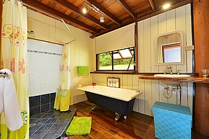 Bathroom - Tea Tree Cottage